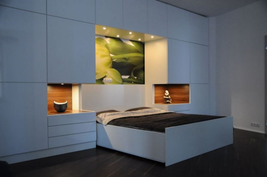 Laminate with high gloss