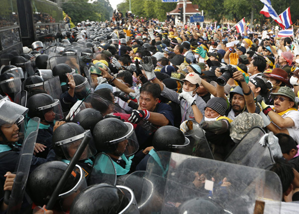 massenproteste-thailand