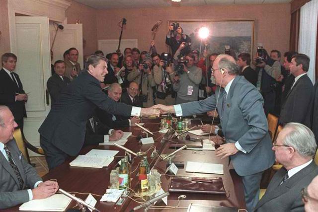 freimaurer-handschlag-gorbatschow-reagen