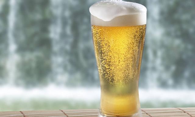 bier-mineralwasser-plastik