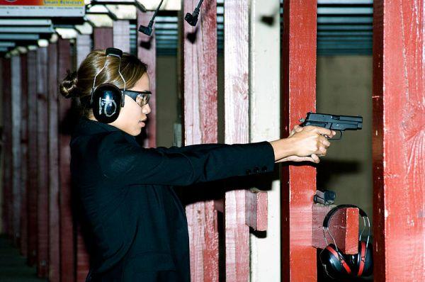 800px-Rosario_Dawson_firing_a_M11_pistol