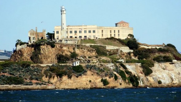 Alcatraz-Island-lighthouse-571x322