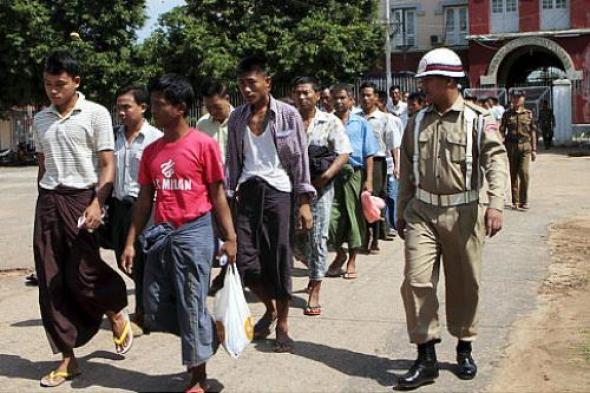 30072015124704_myanmar-prisoners-jpg