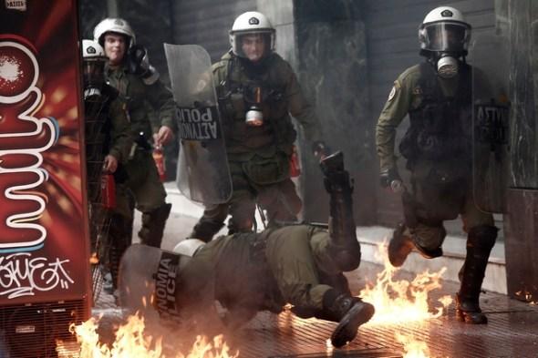 atina-protesti-molotov