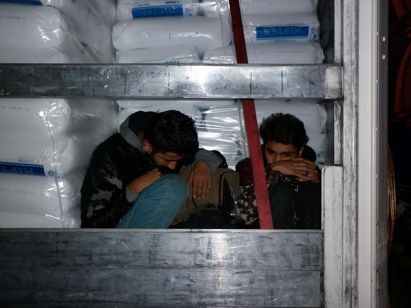 migranti-u-kamionu-beogradske-registracije