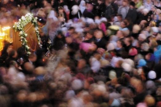 Во время пребывания Пояса Богородицы в России в конце 2011 года святыне поклонились более трех миллионов человек. По словам Татьяны Горичевой, западные СМИ намеренно умолчали об этом событии. Фото Итар-ТАСС.