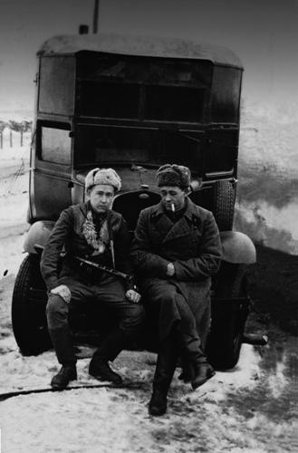 Комбат А. Солженицын и командир артиллерийского разведдивизиона Е. Пшеченко. Февраль 1943 года.