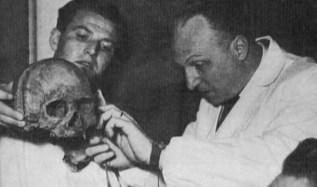 Профессор Луиджи Мартино (справа) 1953 г.