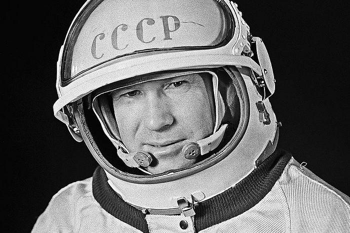 Летчик-космонавт СССР, военный летчик 1 класса, генерал-майор авиации, дважды Герой Советского Союза Алексей Леонов. 1961 г.