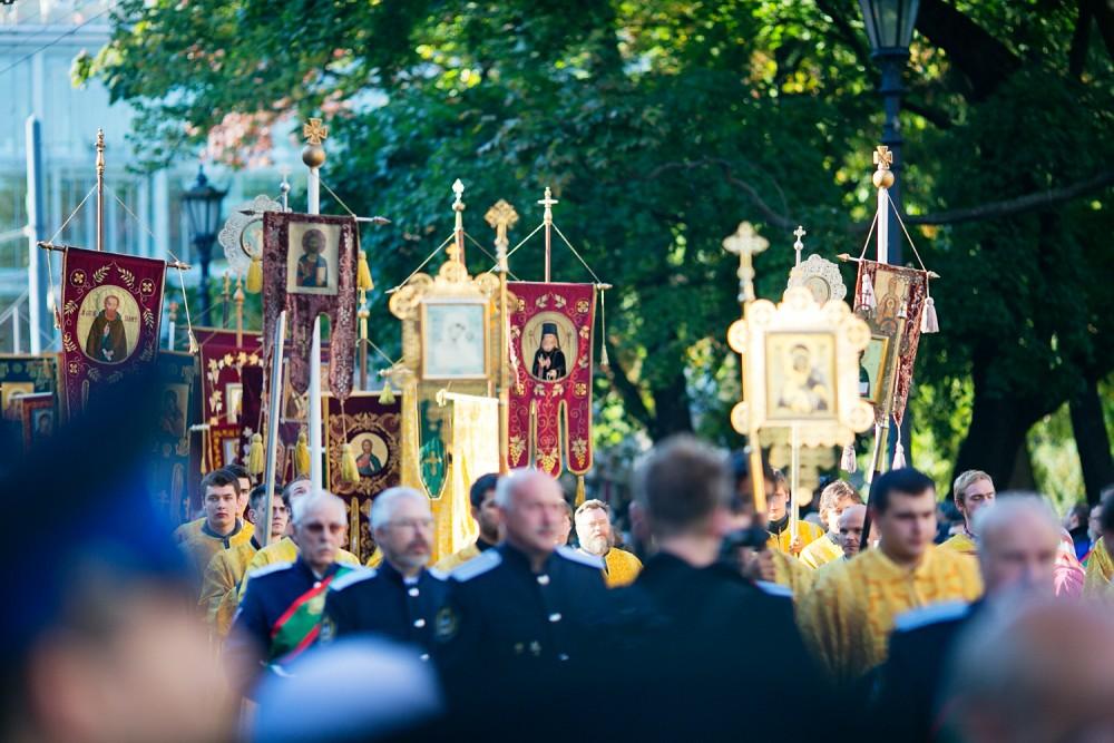 Procesiune religioasă în Sankt Petersburg în anul de 300 de ani de la Manastirea Alexander Nevsky.  Fotografie de Stâlpi Egor