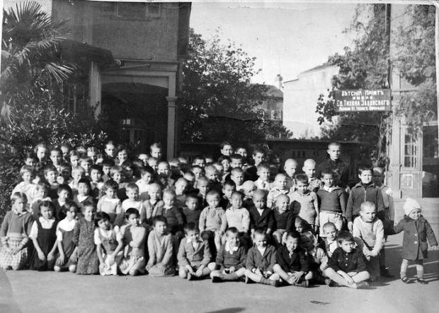 Дети из приюта святителя Тихона Задонского в Шанхае