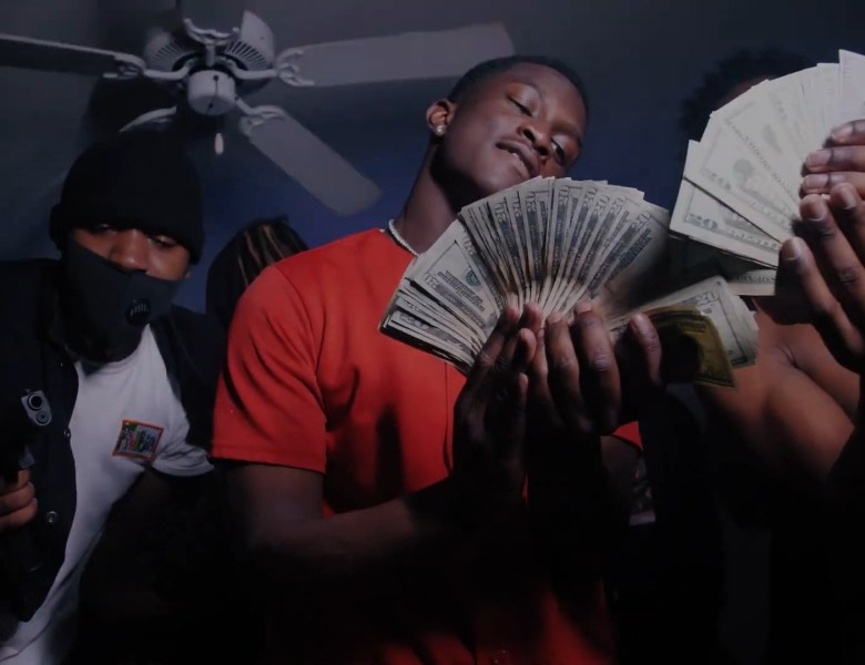"""Lil Crank Catches A Vibe In The Trap For His """"No Hook Video"""