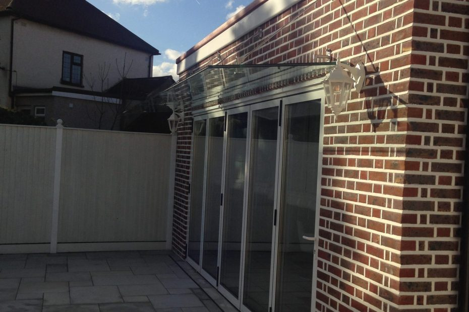 Side view of large frameless canopy