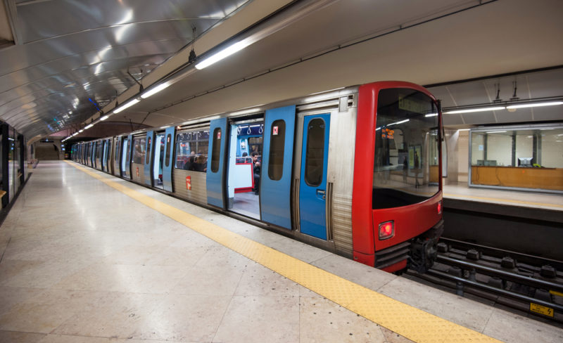 como andar de metrô em Lisboa