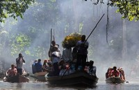 Pilgrims carry a statue of Our Lady to communities along the Amazon river. credit: REUTERS / Vatican Radio