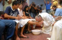 pope-francis-washing-feet