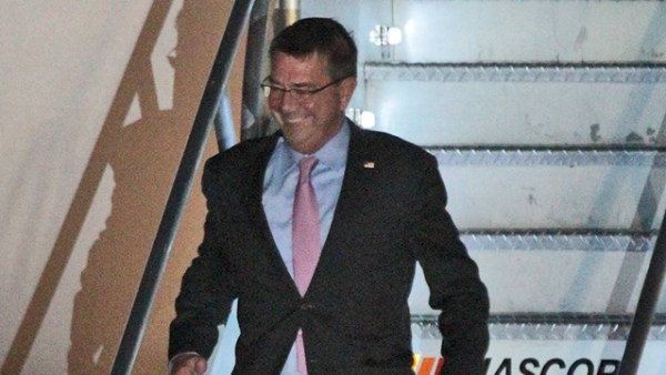 MANILA VISIT. US Defense Secretary Ash Carter arrives in the Philippines on April 13, 2016 ahead of the closing of the Balikatan military drills. Photo by Jedwin M. Llobrera