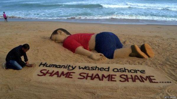 Indian artist Sudarsan Pattnaik created a sand sculpture of the image of Alan Kurdi's body