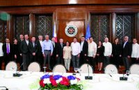 "Presidential Adviser for Entrepreneurship Joey Concepcion arranged a meeting with President Rodrigo Duterte and the Go Negosyo Kapatid taipans to express their support to the President in helping all areas of conflict and extreme poverty in the country.(In photo L-R: Ginggay Hontiveros, Go Negosyo Sulu Coordinator; Alfred Ty, GT Capital Holdings Corporation Co-Vice Chairman; Manny Pangilinan, First Pacific Managing Director and CEO; Federico Lopez, First Philippine Holdings Corporation Chairman and CEO; Doris Magsaysay Ho, Magsaysay Corporation President and CEO; Michael Tan, LT Group President and COO; George Barcelon, Philippine Chamber of Commerce and Industry President; Kevin Tan, Megaword Corporation First Vice President – Commercial Division; Hans Sy, SM Prime Holdings Chairman of the Executive Committee; Enrique Razon, International Container Terminal Services (ICTSI) Chairman, Cong. Arthur Yap, Bohol 3rd District Representative; Sec. Carlos Dominguez, Department of Finance Secretary; Former President Gloria Macapagal-Arroyo; President Rodrigo Duterte; Presidential Adviser Joey Concepcion; Tomas Alcantara, Alsons Group Chairman; Merly Cruz, Go Negosyo MSME Development Adviser; Erramon Aboitiz, Aboitiz Equity Ventures President and CEO; Alice Eduardo, Sta. Elena Construction and Development Corporation President and CEO; Jaime Augusto Zobel de Ayala, Ayala Corporation Chairman and CEO; Tony Tan Caktiong, Jollibee Foods Corporation Chairman and CEO; Edgar ""Injap"" Sia, Double Dragon Investment Chairman and CEO; Dr. Francisco Duque, Department of Health Former Secretary; and Domingo Yap, Federation of Filipino-Chinese Chamber of Commerce and Industry Vice President. GO NEGOSYO PHOTO RELEASE"