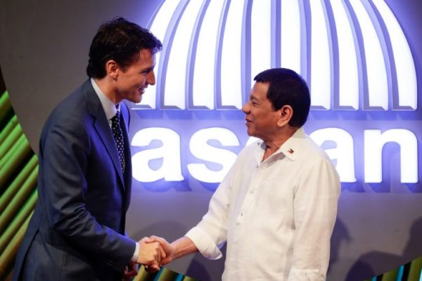 Canadian Prime Minister Justin Trudeau (left) shakes hands with Philippine President Rodrigo Duterte (right) before the opening ceremony of the 31st Association of Southeast Asian Nations (ASEAN) Summit in Manila on Nov. 13, 2017. (Pool photo by MARK R. CRISTINO / AFP)