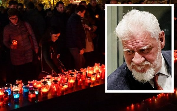 Bosnian Croats and residents of Mostar, light candles in tribute to General Slobodan Praljak (inset), on November 29, 2017, after the Bosnian Croat war criminal took his life in front of United Nations war crimes judges, apparently drinking poison just after they upheld his 20-year jail term for atrocities committed during the Balkans conflict. AFP