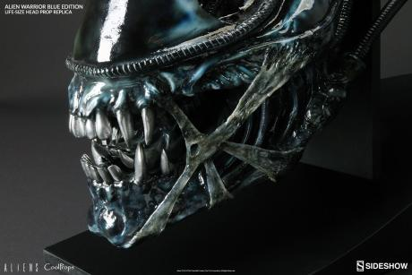 aliens-alien-warrior-blue-edition-life-size- coolprops-902728-06