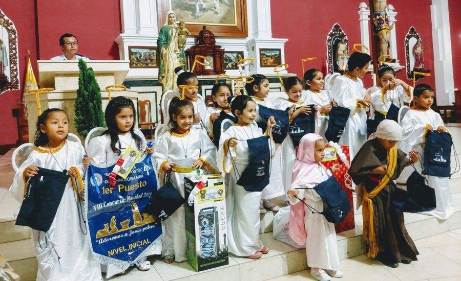 Estudiantes participan del VIII Concurso de Villancicos