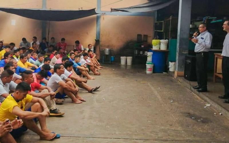 Internos del Penal San Cristobal reciben productos de Cáritas Moyobamba y Empresa Gloria