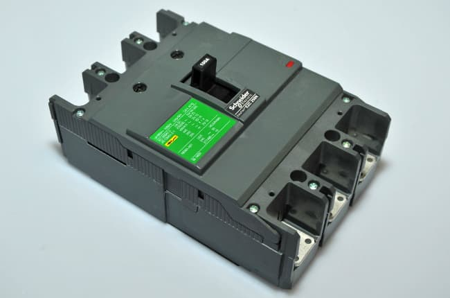 3P CIRCUIT BREAKERS MOULDED