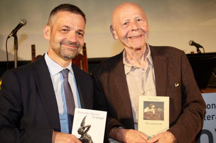 Alessandro Zaccuri e Pierre Michon durante la cerimonia di premiazione del Premio Comisso