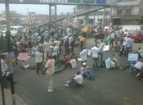 Gani Fawehinmi's wife, Falana, Fashina, others shut down Ikorodu road