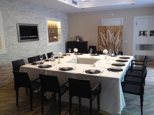 affordable koin restaurant with tavernette moderne