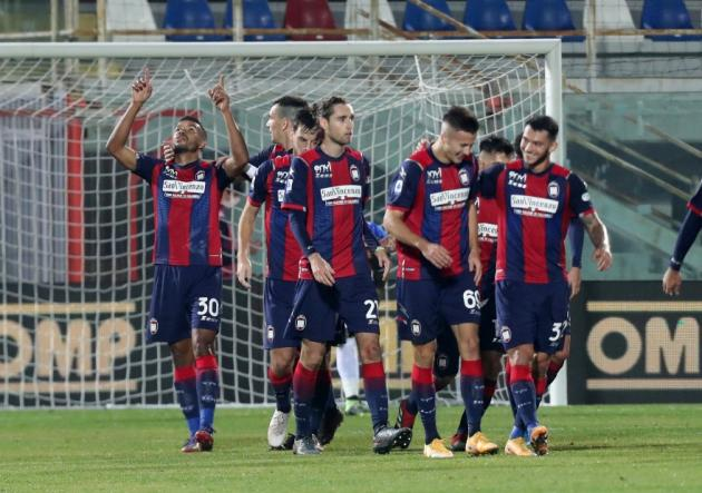 Rojas en el banco: Crotone ganó a Parma y logró salir del fondo