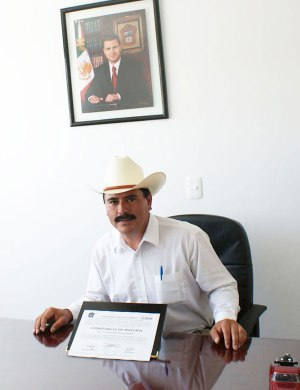 Vicente-Estrada-recibi-la-constancia-como-Presidente-Municipal-de-Almoloya-de-Jurez-1