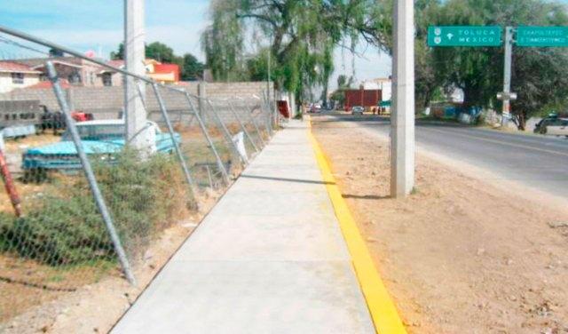 Construcción de guarniciones, alumbrado público y pinta de banquetas en la Av. Lic. Benito Juárez García