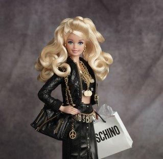 Barbie y Moschino unidos por la moda