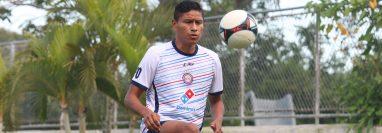 Jorge Ortiz busca pelear por un puesto en el cuadro titular de Xelajú y ganarse el cariño de nuevo de los aficionados. (Foto Prensa Libre: Raúl Juárez)