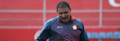 Walter Horacio González fue claro en explicar que darán seriedad a los juegos pero su prioridad es el partido del siguiente sábado ante Santa Lucía. (Foto Prensa Libre: Raúl Juárez)
