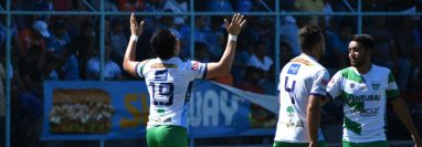 Así festejó Robin Betancourth el gol frente a Sanarate. (Foto Prensa Libre: Twitter Antigua GFC)