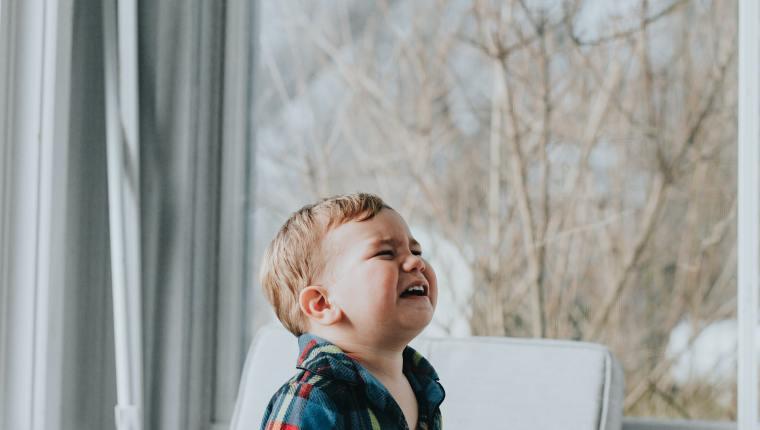 Los berrinches son más fuertes y frecuentes a los dos años, cuando los pequeños comienzan a controlar sus emociones. (Foto Prensa Libre:  Marcos Paulo Prado en Unsplash).