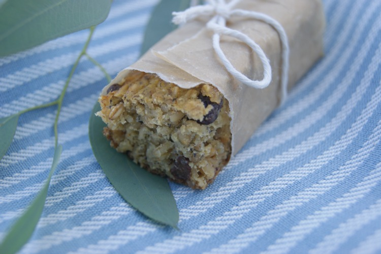 Soaked Oatmeal Breakfast Bars - sugar free! Lightly sweetened with overripe bananas and a touch of plump raisins is all that's needed to get you going.