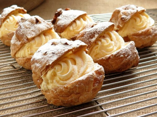 That these creampuffs look delicious is sufficient for me to eat them.