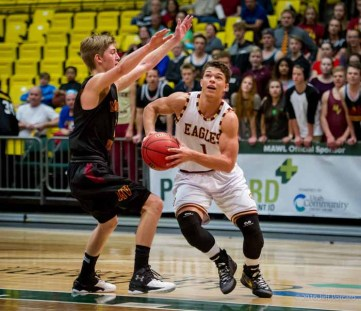 Maple Mountain's Jaren Hall is also an outstanding basketball player. (Photo by Jeff Porcaro, maplemountainsports.com)