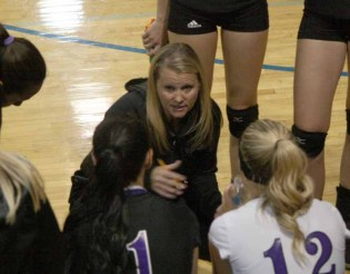Jamie Ingersoll gives instruction during a 2014 game. (Photo by Kurt Johnson)