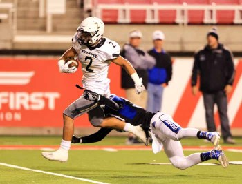 Nephi Sewell runs for a TD for Desert Hills. (Photo by Kevin McInnis)