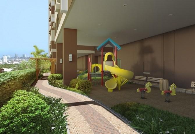 Aurora Escalades Playground