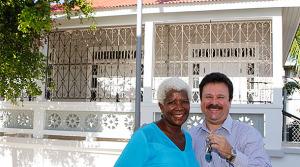 Doña Natalia Couvertier Rivera, junto al Primer Ejecutivo de Carolina. (Foto/Suministrada)