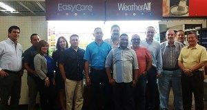 El grupo ferretero Hardware Group en compañía a los ejecutivos de True Value. (Foto/Suministrada)