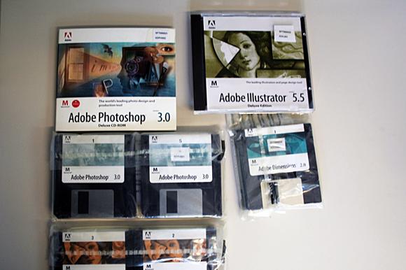 Disquets y CD-ROM de Adobe Photoshop 3.0 y Adobe Illustrator 5.5