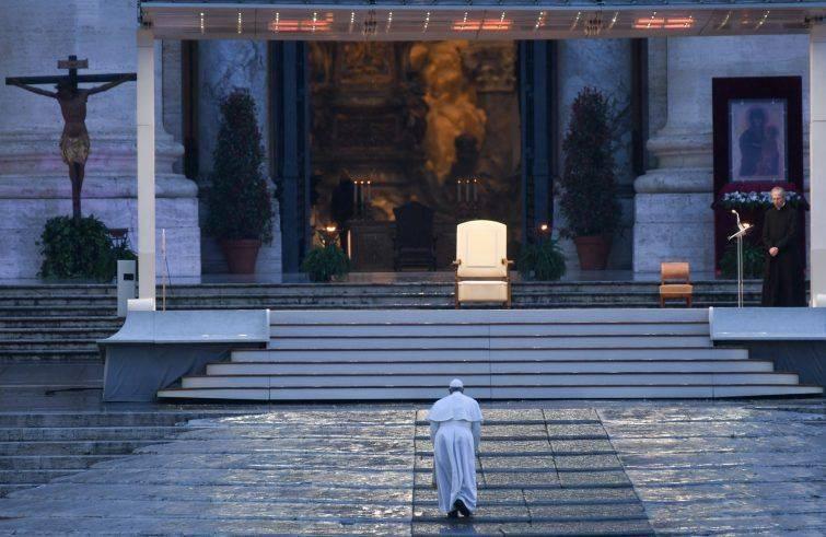 Un papa oltre la storia
